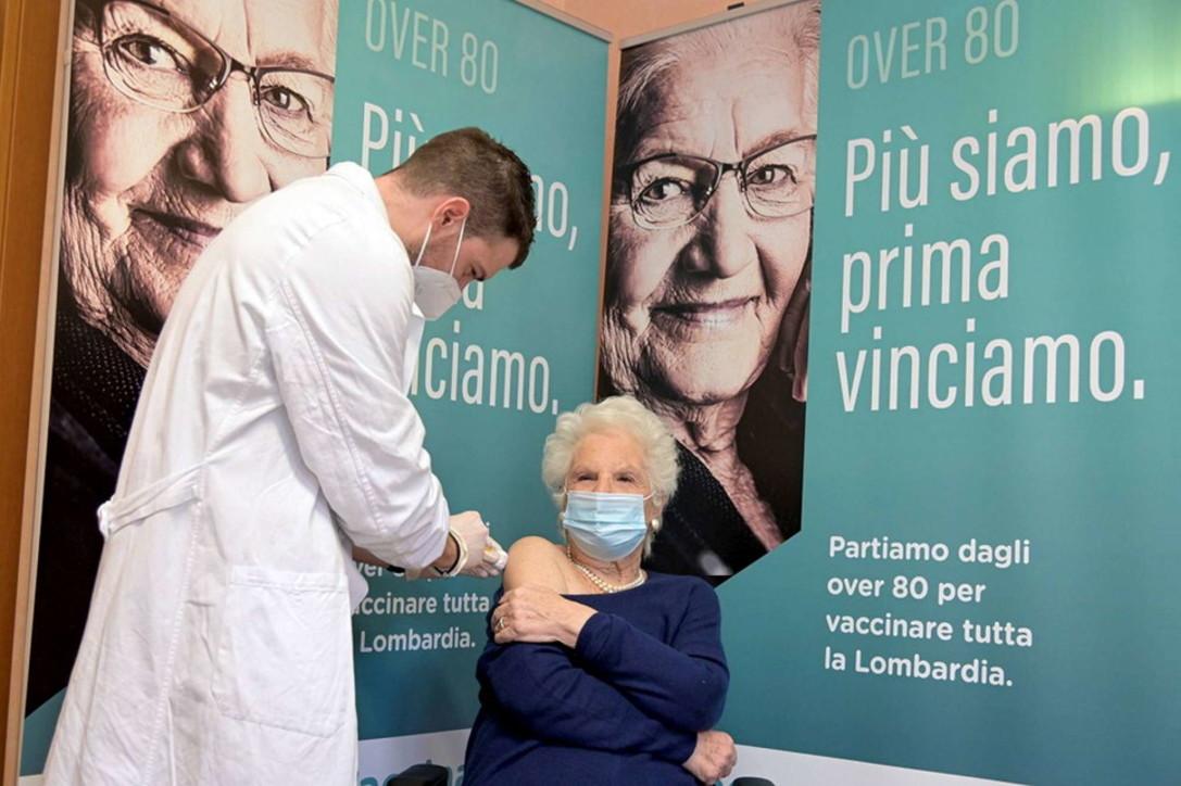 Covid, Liliana Segre si vaccina: