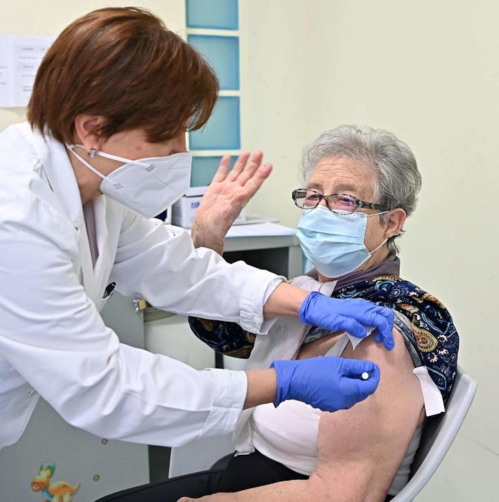 Piemonte, iniziata la campagna vaccinale degli over 80
