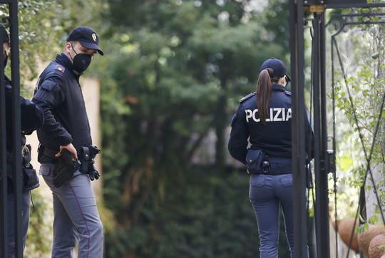 Suicidio Catricalà, polizia scientifica al lavoro: sequestrata l'arma