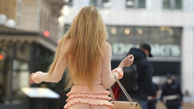 """Milano, la """"sfida"""" hot di Taylor Mega: """"Parlami pure alle spalle, se ci riesci"""""""