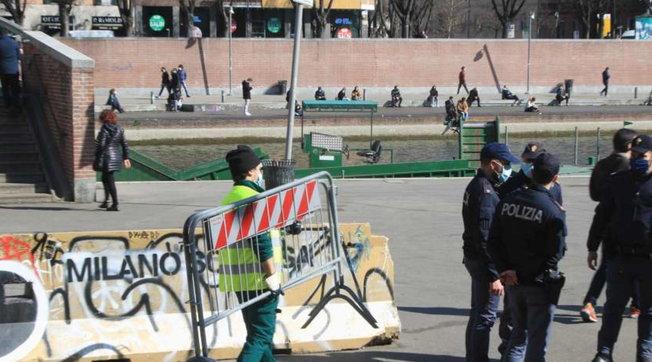 A Milano numero chiuso in Darsena e sui Navigli dopo il maxiassembramento