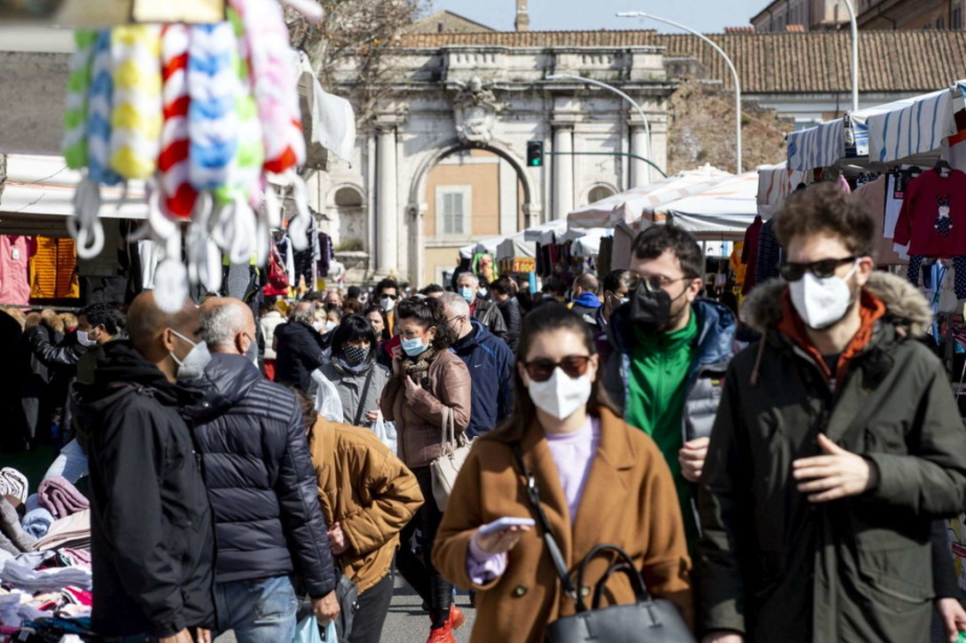 Covid, gran folla nelle città: da Roma a Milano, da Napoli a Torino