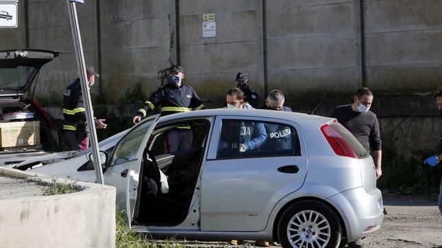 Roma, volante della polizia travolge auto: una ragazza muore