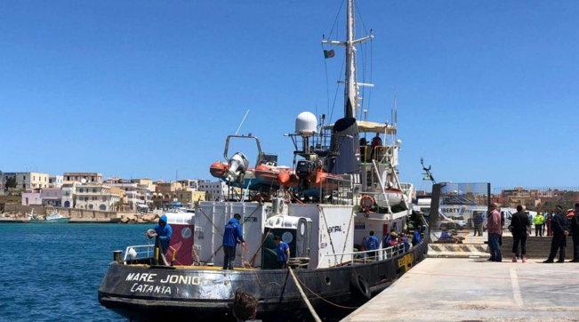 Migranti,soldi in cambio del salvataggio di 27 persone: 4 indagati nella società della Mare Jonio