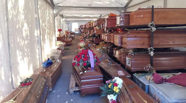 Palermo, la bara della madre in salotto da 12 giorni: non c'è spazio al cimitero