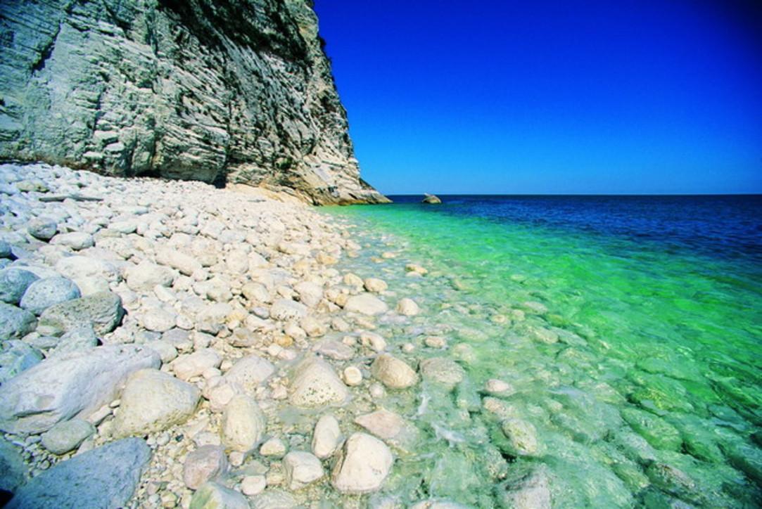 Conero, spiagge caraibiche sulla costa delle Marche