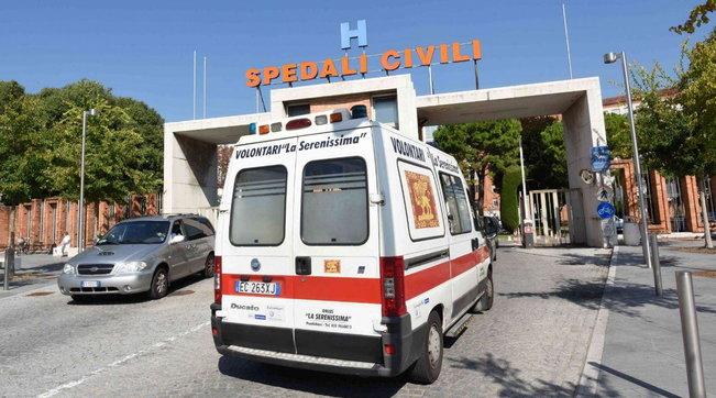 Brescia, isolata la variante nigeriana | In Italia verso chiusura scuole in zona rossa |Sindaci: controlli nei luoghi della movida