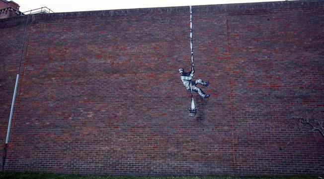 Detenuto evade dall'ex carcere di Reading | Gli esperti non hanno dubbi: opera di Banksy