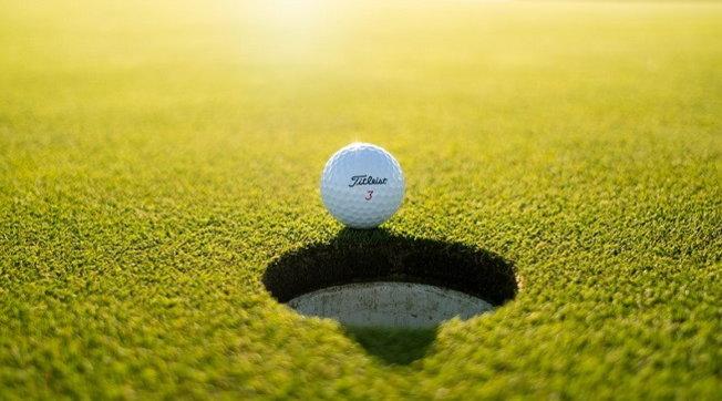 Golfista Usa (fortunato) imbuca al volo per tre volte in cinque giorni