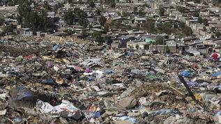 Discariche a cielo aperto nel Torinese, maxi sequestro di rifiuti e 3 denunce