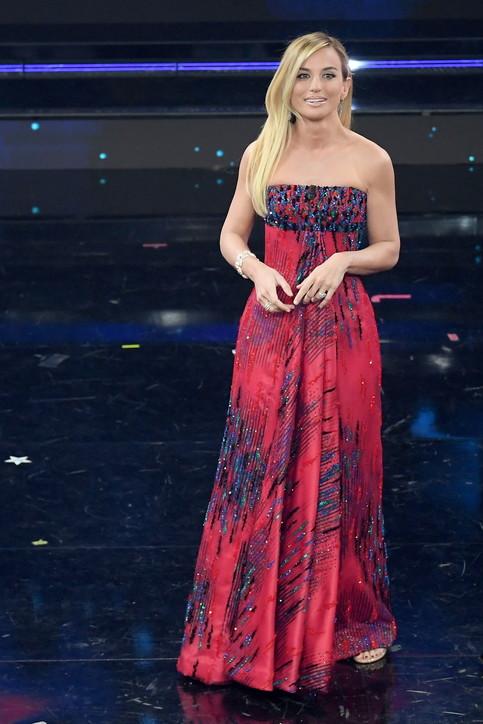Beatrice Venezi sul palco dell'Ariston: protagonista della quarta serata