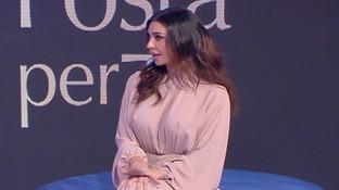 """LucianaLittizzettoe il siparietto sul vestito di Belen Rodrigueza """"C'è Posta Per Te"""": """"È in pelle di salsiccia"""""""