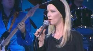 """Auguri a Patty Pravo: eccola cantare """"Pazza idea"""" a """"Buon Compleanno Canale 5"""""""