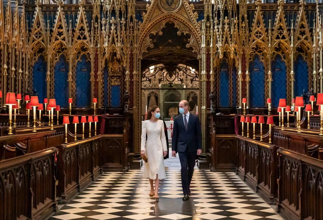 Coronavirus, Kate e William in visita a Westminster trasformata in centro per le vaccinazioni