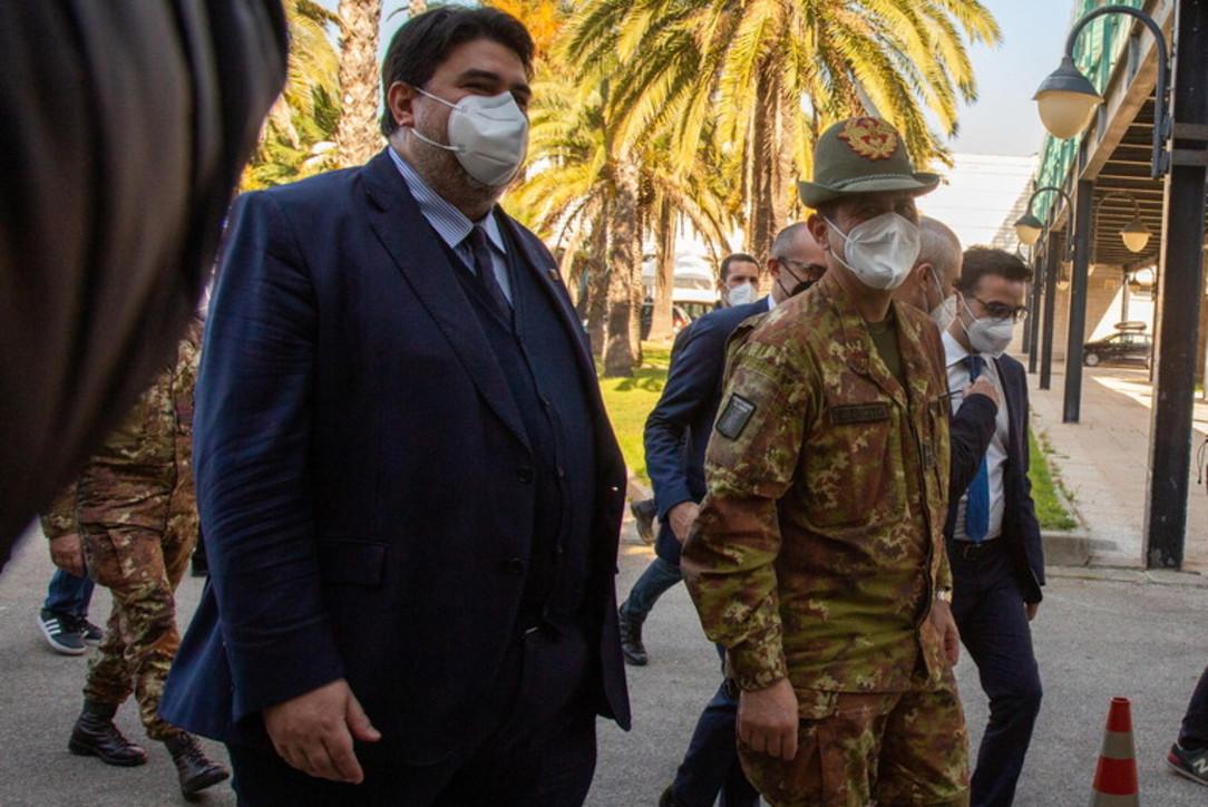 Covid, il Commissario Figliuolo in visita all'hub vaccini di Cagliari