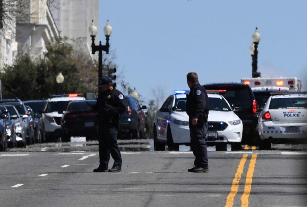 Usa, terrore a Washington: auto contro il Congresso, ucciso l'attentatore