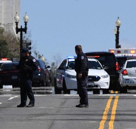 Estados Unidos de América, intentos de asaltar el Congreso: asesinato de un agente, asesinato de un bombardero