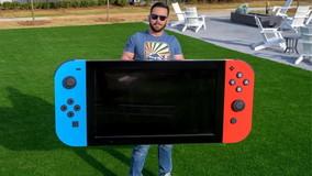 Videogiochi: ingegnere costruisce la Switch più grande al mondo e la dona a un ospedale pediatrico