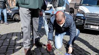 Roma, i momenti più violenti nella manifestazione davanti a Montecitorio