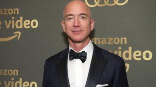 Moda e stili, Forbes Billionaires 2021: l'evoluzione dei look di Jeff Bezos