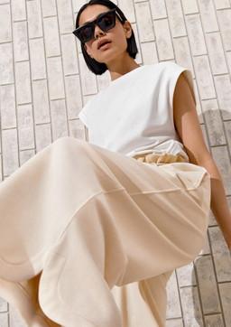 Moda donna, H&M Spring 2021: sostenibilità e minimalismo anni '90
