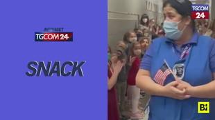 Supera il test per la cittadinanza Usa, festa e commozione nella sua scuola