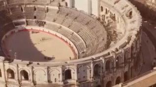 Roma, la Raggi confonde il Colosseo con l'arena di Nimes: la gaffe per la presentazione della Ryder Cup