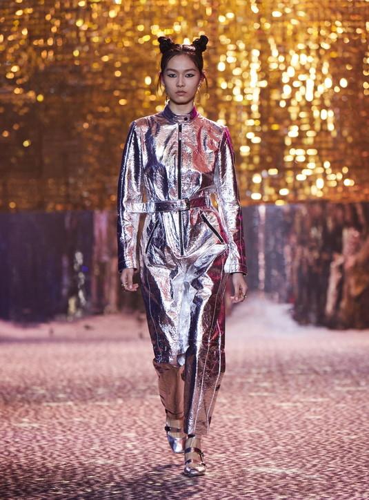 Moda, Dior Fall 2021: i look della sfilata alla Shanghai Fashion Week