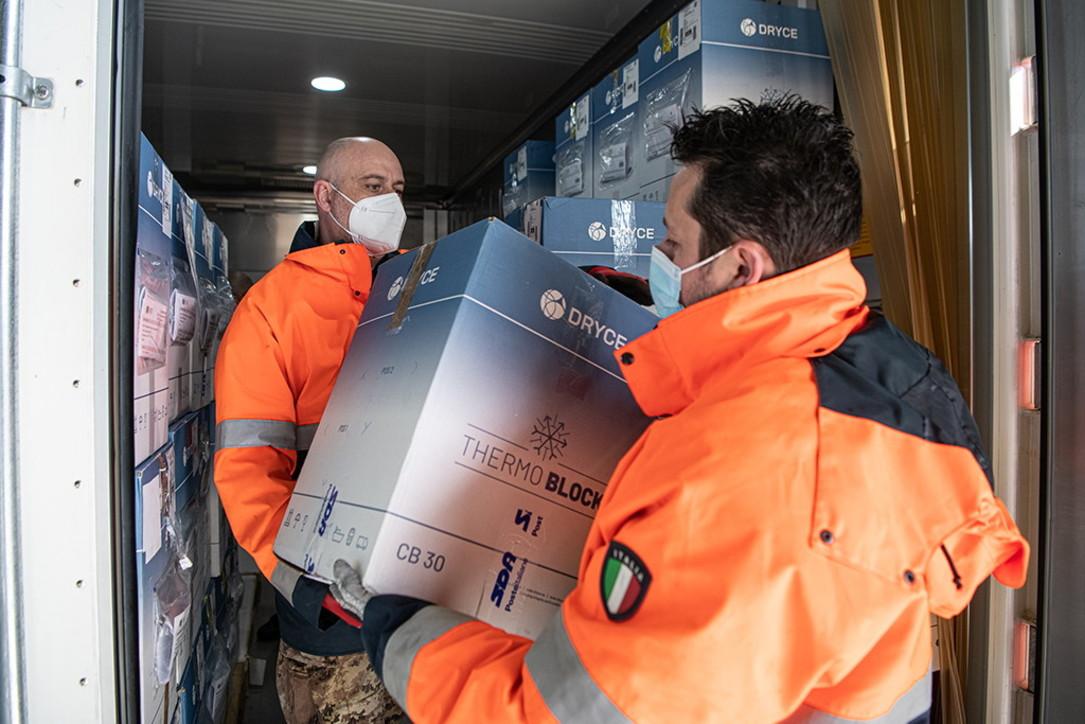 Esercito e polizia schierati per la consegna di 4,2 milioni di dosi di vaccini