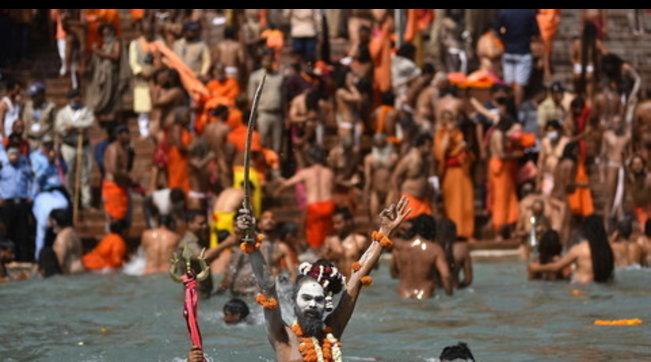 Covid, oltre mille positivi dopo bagno di massa nel Gange