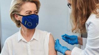"""Covid, Tweet della von der Leyen: """"Mi sono vaccinata"""""""