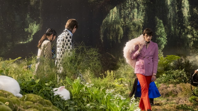 Cento anni di Gucci, la sfilata di Aria: l'approdo nel giardino incantato