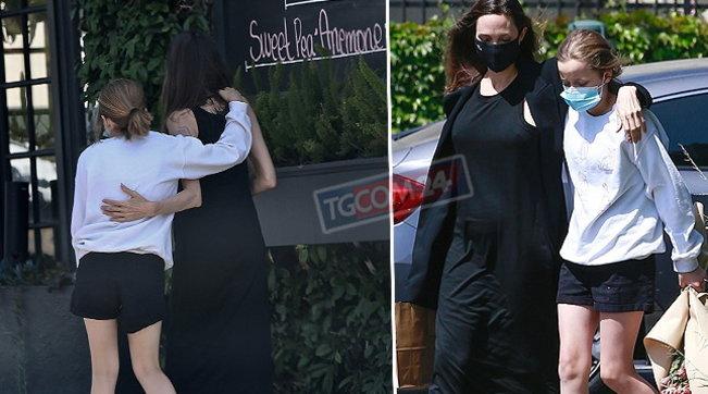 Angelina Jolie e la figlia Vivienne comprano fiori... teneramente abbracciate