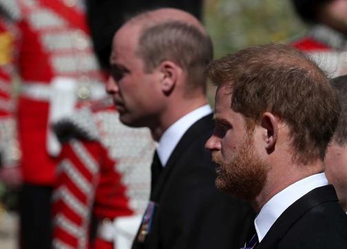 Gb, riavvicinamento tra Harry e William al termine dei funerali del principe Filippo