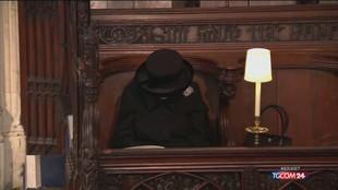 Funerali Filippo: il dolore solitario della Regina Elisabetta