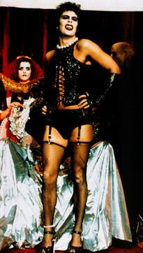 """I 75 anni di Tim Curry, mitico Frank-N-Furter del """"Rocky Horror Picture Show"""""""