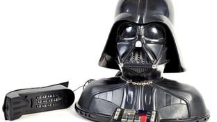"""Dall'elmetto di Darth Vader al copione de """"L'impero colpisce ancora"""": all'asta le memorabilia di David Prowse"""