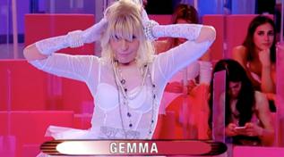 """""""Uomini e Donne"""", Gemma come Madonna: sfila sulle note di """"Like a Virgin"""""""