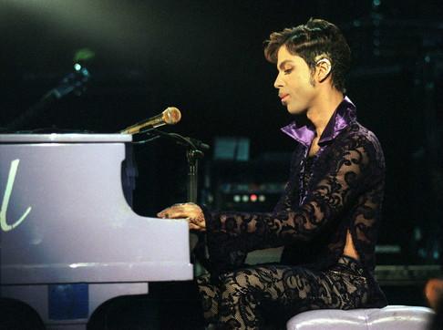 """Prince, guarda gli scatti del re della """"black music"""""""