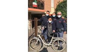 Padova, rubano la vecchia bicicletta di un'anziana lasciandola in lacrime: la polizia la recupera