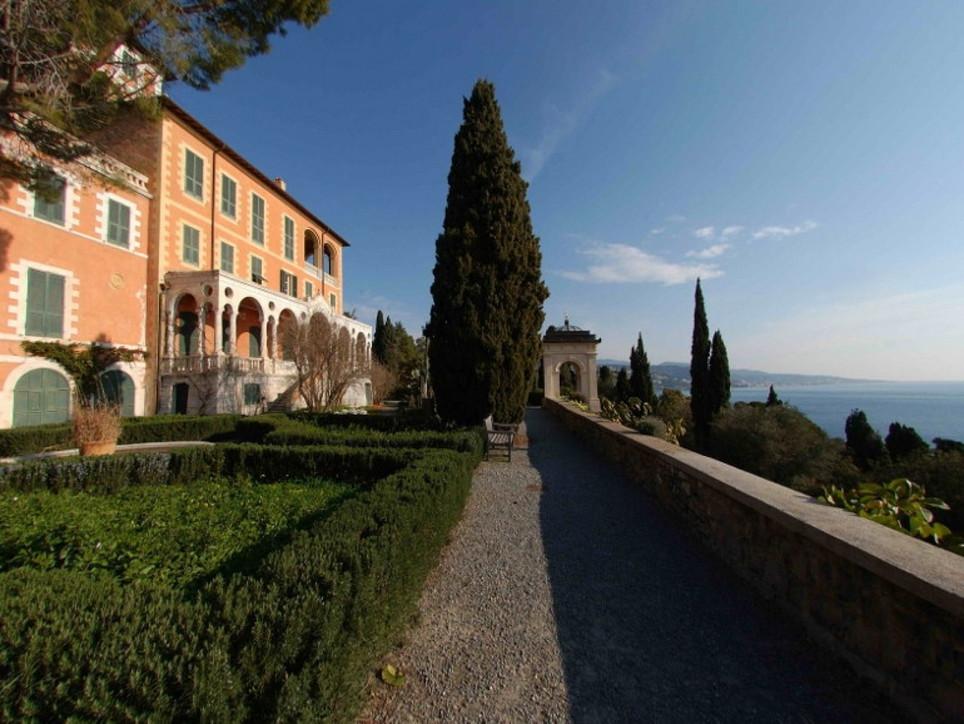 Primavera in trionfo nei giardini della Liguria