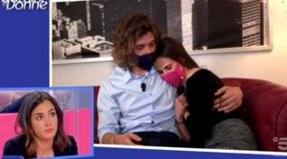 """""""Uomini e Donne"""", Eugenia e Massimiliano si baciano, ma le altre non ci stanno"""
