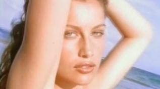 """Buon compleanno Laetitia Casta: rivediamola in un'intervista a """"Fuego"""" nel 1998"""