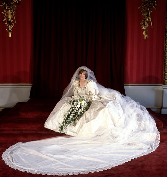 Moda, l'abito da sposa di Lady Diana in mostra per volere di William e Harry