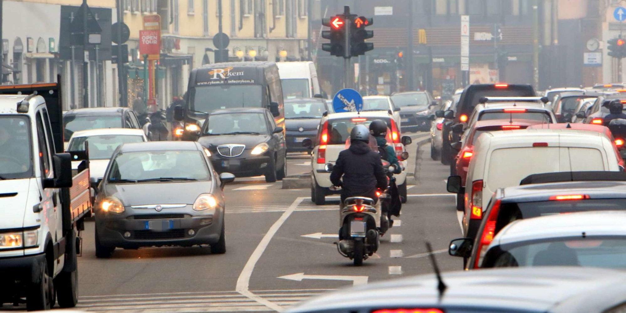 Smog,MobilitAria: aumentano emissioni, verso livelli pre-Covid