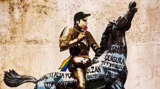 Concerto Primo Maggio,Fedezsul cavallo Rai: il murale a Roma
