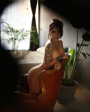 """Selvaggia Roma completamente nuda: """"Questo potrebbe somigliare al Paradiso"""""""