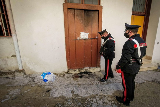 Napoli, picchiata e data alle fiamme una donna di 33 anni