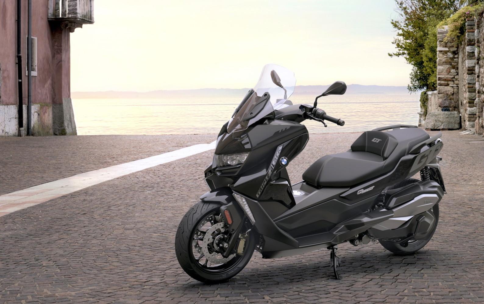 Motore Euro 5 e nuovi contenuti per BMW C 400 X e C 400 GT