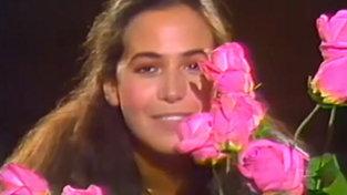"""Buon compleanno Barbara d'Urso: rivediamola cantare """"Dolceamaro"""""""